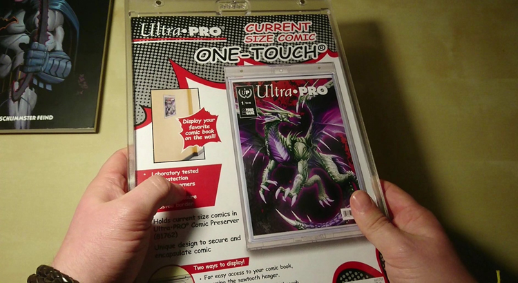 Video-Review_Ultra-Pro---One-Touch---Magnetic---Comic-Holder